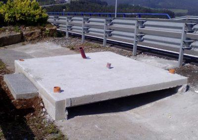 foto9 Cimentación de meteorológica en mediana de autovía salvando cuneta 1